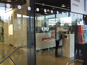 Gimme! Gates interior, with reflective glass partition